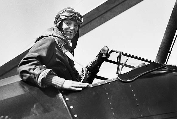 Amelia Earhart female Pilot (http://www.scholastic.com/content/images/articles/ ())